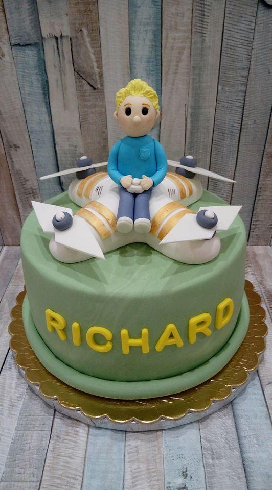 Tort z dronem i podobizną solenizanta