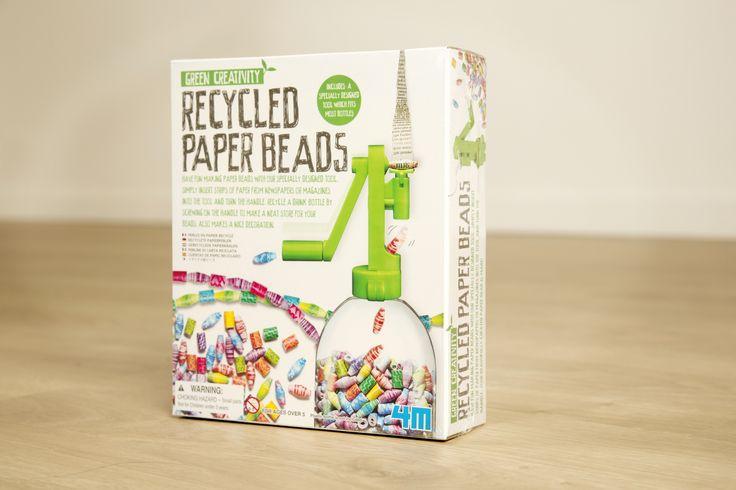 4M Green Creativity probeert kinderen ervan te overtuigen dat je leuke dingen kunt maken met gerecycleerde onderdelen. dekralenmachine bevat alles om vanoude tijdschriftenleukekralen te maken: een kralenmachine, gekleurd papier, kralendraad, lijm en een lijmkwast. zelf zoek jehet meest geschikte oude 'papier': kranten, tijdschriften, inpakpapier, .... en een ordinaire pet-fles (waar de machine dan ook op past). getest en goedg...