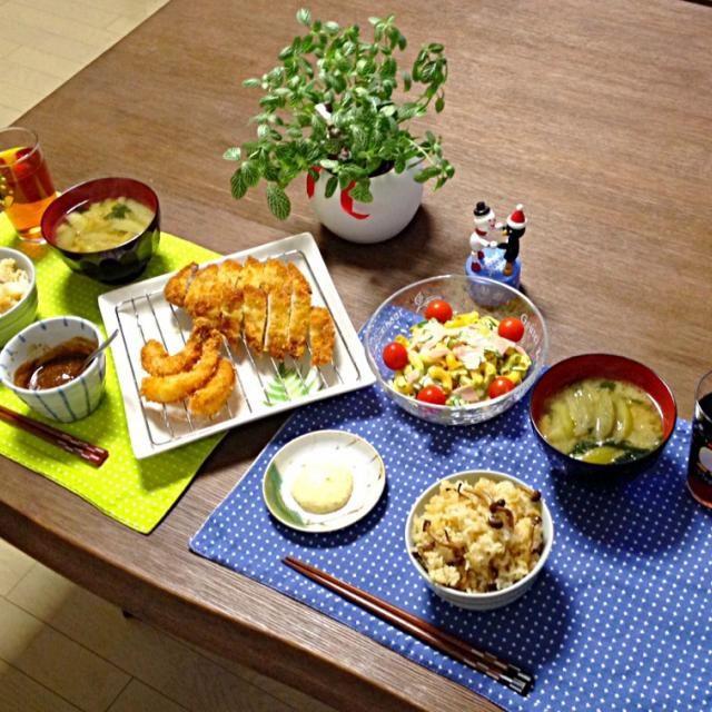 豚カツ&海老フライ、サックサクの熱々で美味し〜! (*^o^*) - 17件のもぐもぐ - 豚カツ&海老フライ、マカロニサラダ、しめじご飯、茄子のお味噌汁 by pentarou