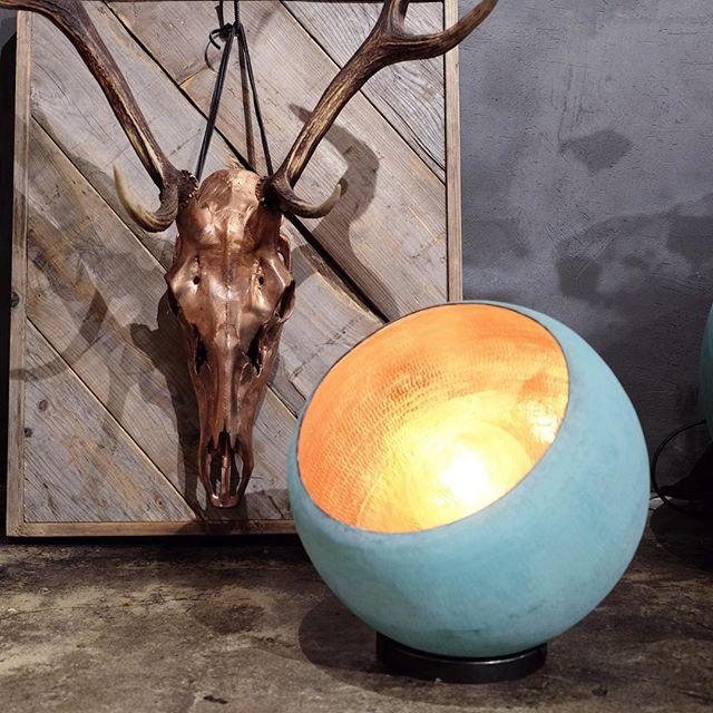 An exceptional way to brighten up a dark corner • Oxidized copper lamp • find it online #lamp #copperlamp #patina #homedecor #homeinspiration #home #decor #rackbuddyshowroom #brightlight #handmade  #reddeer #kobberlampe