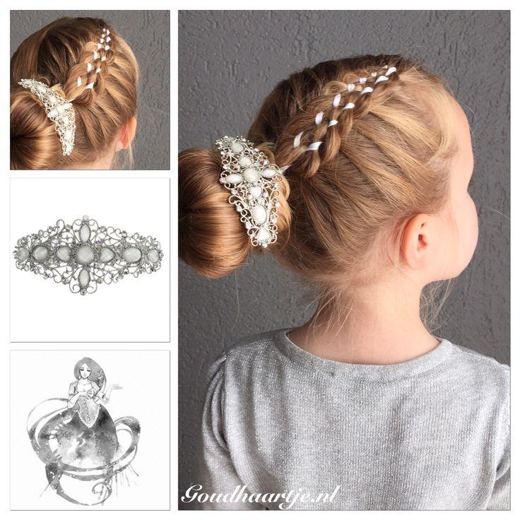 Seven strand ribbon braid into a bun with a beautiful hairclip from Goudhaartje.nl  #7strandbraid #sevenstrandbraid #7strandribbonbraid #sevenstrandribbonbraid #ribbonbraid #ribbon #hair #hairclip #hairstyle #hairaccessories #bun #hairbun #updo #vlecht #lintvlecht #haar #haarlint #haarstijl #knot #haardonut #haarclip #haaraccessoires #opgestoken #goudhaartje #haarspeldjes