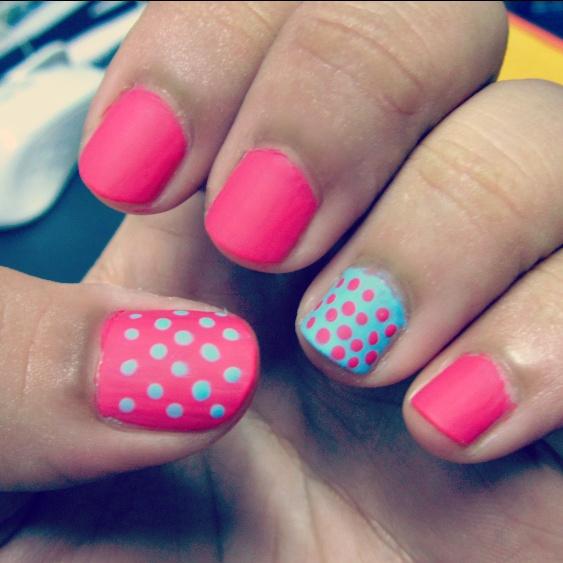 Polka dots pink and blue nails