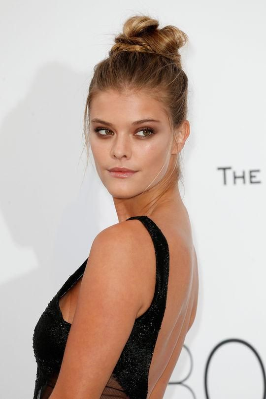 Nina Agdal's smoky taupe eye makeup