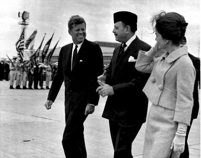 1962. 24 Septembre. President John F. Kennedy and First Lady Jacqueline Kennedy with President of Pakistan, Muhammad Ayub Khan. Quonset Point Naval Air Station. North Kingstown, Rhode Island