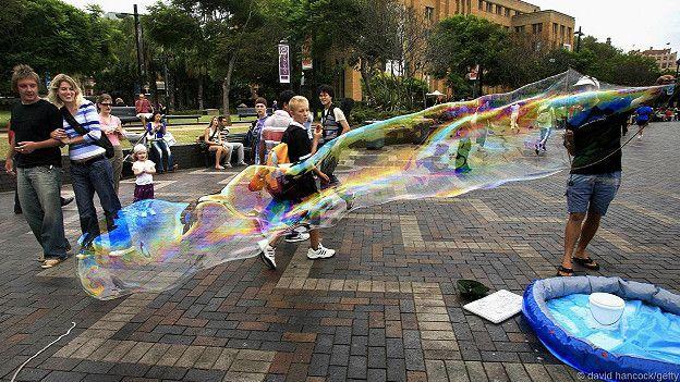 Огромный мыльный пузырь. Сидней