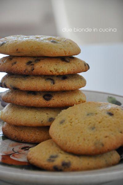 Cookies con gocce di cioccolato e crema di arachidi