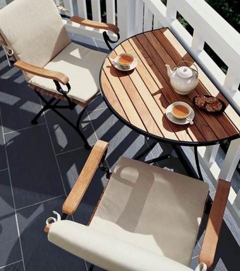 Once trucos para sacarle partido a los balcones pequeños Small Balcony Furniture, Small Balcony Design, Interior Architecture, Interior Design, Woodworking Projects Diy, Balcony Ideas, Patio Ideas, Decoration, Small Spaces