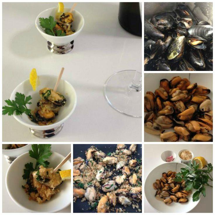 Moscioli con pangrattato -  Mussels with bread crumbs http://www.armoniadimandorle.it/2014/06/moscioli-cozze-in-padella-con.html