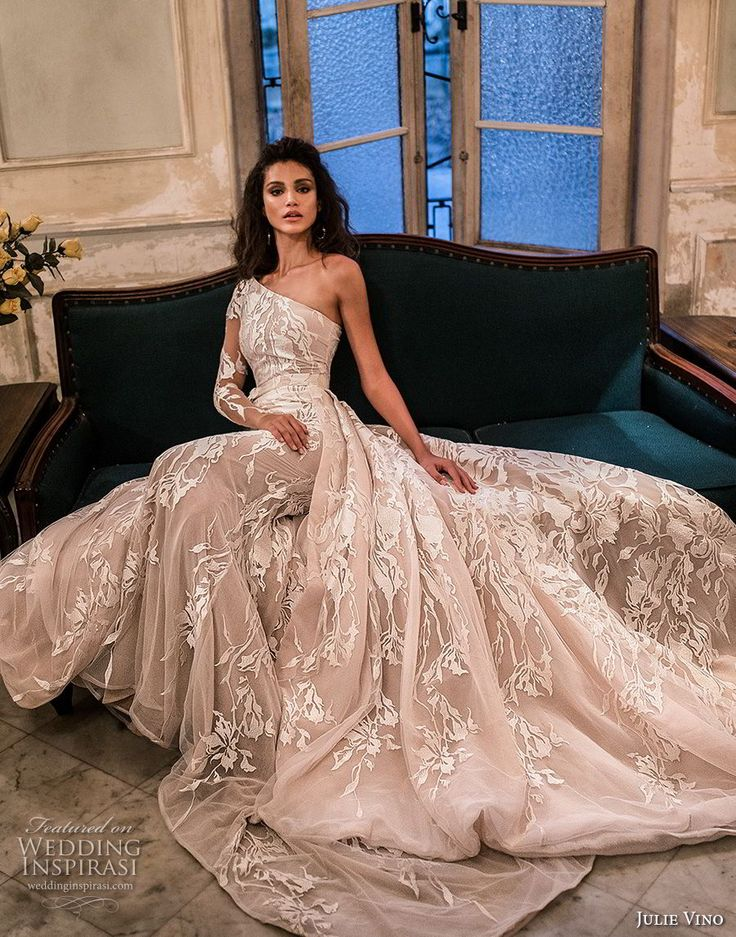 julie vino fall 2018...OMG, love this look. Imagine in gold or silver tones. Change the colors to fit the wedding colors. Stay within the budget!!!