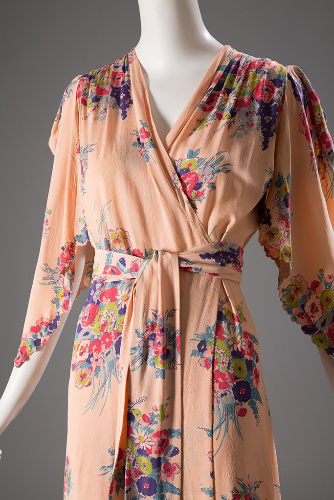Detail, Jay Thorpe lounging robe / Printed rayon, c.1942, USA | Photo: Eileen Costa copyright MFIT