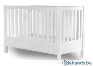 Kinderbed in wit volhout Maat 70x140 Instelbaar in 3 hoogtes (baby, peuter, kleuter) met of zonder zijwanden. Bruikbaar tot 5 jaar (120cm) inclusief...