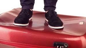 Bilderesultat Ultra-lett, stor koffert. Kvalitet, moderne design, TSA kombinasjonslås, tre-trinns teleskop-håndtak og 8 hjul.  Kofferten er laget av svært slitesterk plast – Polykarbonat – og er dekket med et spesielt belegg for å øke motstanden mot riper. To fleksible gummigrep – ett på toppen og ett på siden.  Kofferten inneholder to store rom. Kofferten lukkes med en solid glidelås og låses med din personlige kombinasjonslås. Rommene - i hvert sitt lokk - sikres med sikkerhetsremmfor…