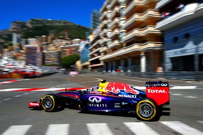 Ricciardo tira fuori gli artigli mostrando tutto il suo carattere nella terza sessione di libere del Principato e si piazza tra le due Mercedes annunciando che potrebbe rivelarsi un cliente davvero pericoloso anche in gara. Dopo Rosberg, Vettel, Alonso e Räikkönen, che non cancellano completamente le sempre più flebili speranze delle Ferrari…