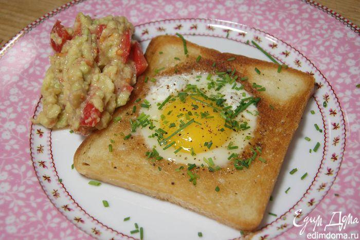 Яйца, запеченные в гренках, с соусом из авокадо от Юлии Высоцкой. Вкусный…