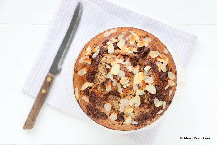 Laat de Sint maar komen en de feestmaand beginnen met deze speculaastaart met chocolade. Lekker luchtig door de yoghurt, maar wel echt een snoepje!