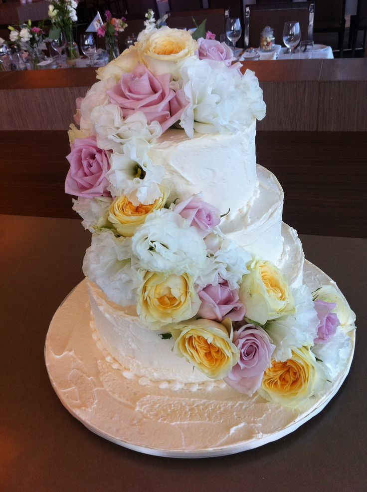 cascading fresh flowers - Sweet Designs by Claire #wedding #cake #love #specialoccasion #perfectday #weddingcake #elegant