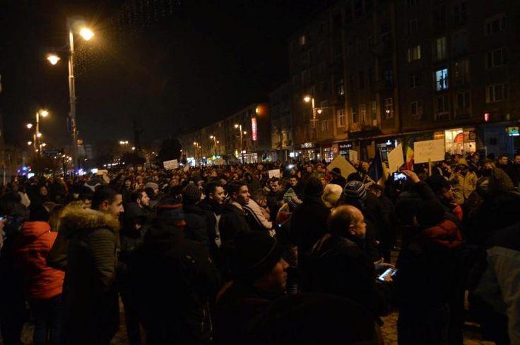 Friss,Friss,Friss,közel 3.000 ember tüntet Marosvásárhelyen és kérik a Román Grindeanu kormány lemondását és a PSD távozását a kormánybol http://ahiramiszamit.blogspot.ro/2017/02/frissfrissfrisskozel-3000-ember-tuntet.html