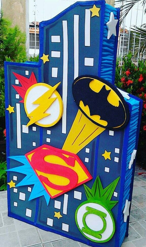 Piñata logos Súper heroes