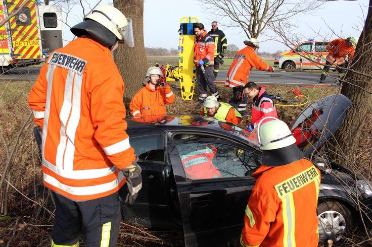 Bei einem Verkehrsunfall auf der B 73 zwischen Düdenbüttel und Grefenmoor wurden heute gegen 9.30 Uhr vier Personen verletzt.  Fünf Fahrzeuge waren in den Unfall verwickelt.   ##himmelpforten #B 73 #Düdenbüttel #feuerwehr #Grefenmoor #Kettenreaktion #polizei #Rettungsdienst #Unfall