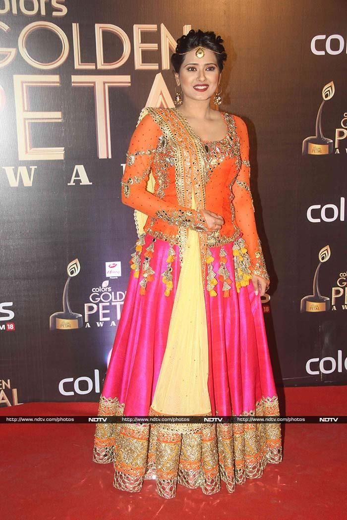 TV actress Kratika Sengar was ravishing in orange and pink.