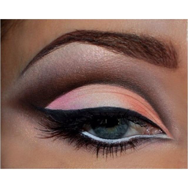 Eye Makeup, Dramatic Eye, Eye Shadows, Pale Pink, Beautiful, Cut Crease, Eyeshadows, Eyemakeup, Peaches