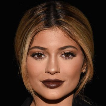 Kylie Jenner tried out blue contact lenses and she looks great with them!