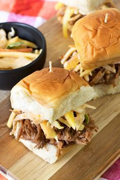Tropical Pulled Pork Sliders with Mango Coleslaw from @cakenknife