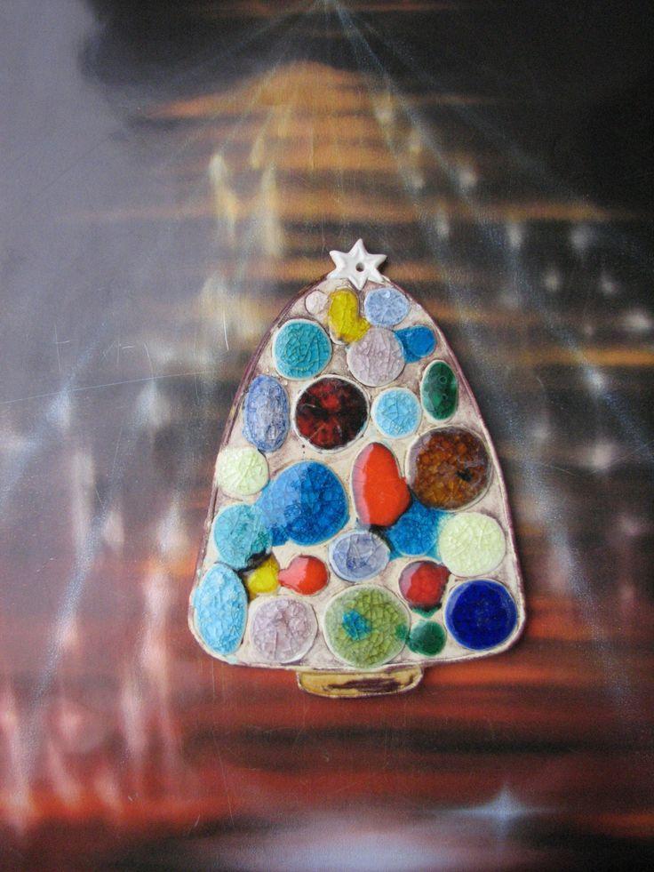 Stromeček plný skleněných ozdob