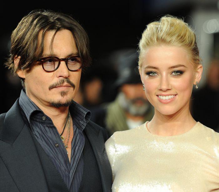 Johnny Depp acusado de violência doméstica e proibido de se aproximar da mulher Amber Heard http://angorussia.com/entretenimento/famosos-celebridades/johnny-depp-acusado-violencia-domestica-proibido-aproximar-da-mulher-amber-heard/