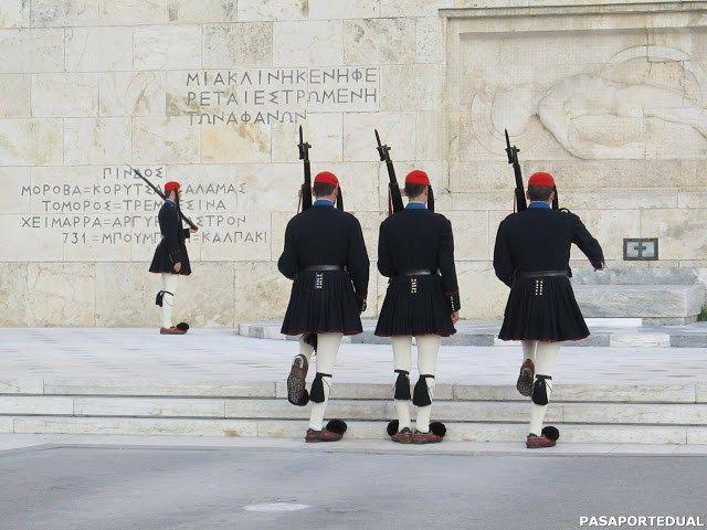 Cambio de guardia en Atenas- Recomendaciones para su visita y datos curiosos.