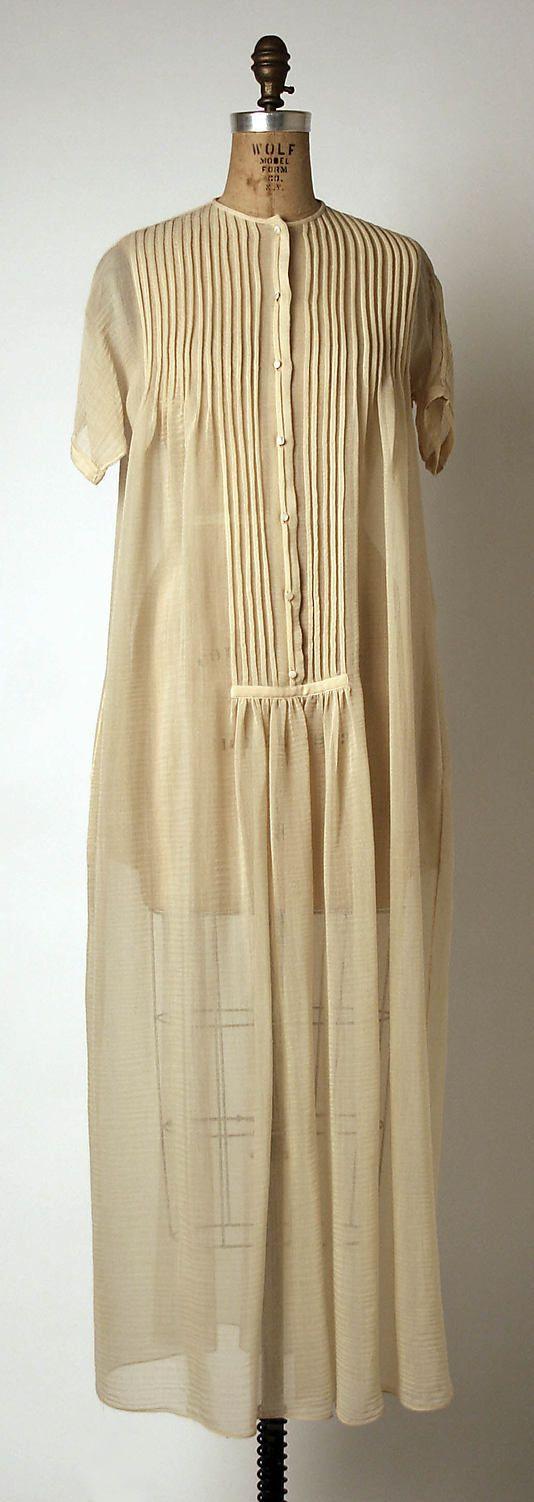 1971 Geoffrey Beene Evening dress Metropolitan of Museum, NY. To see more museum dresses go to www.vintagefashionandart.com.