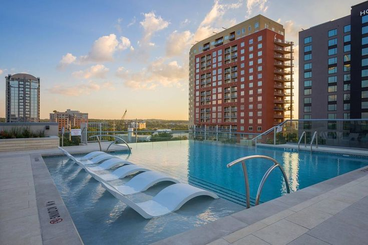Stayloom's Luxury Skyline Oasis Rooftop Pool