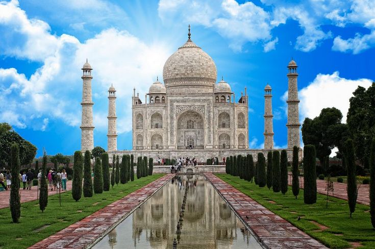 Prominent Places To Visit In Delhi New Delhi The Cosmopolitan Capital Of India Reflects A