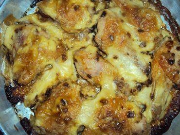 Alguém de olho na hora do jantar? Hummm... - Aprenda a preparar essa maravilhosa receita de Frango assado com creme de cebola e maionese
