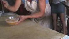 Excellent reportage, la fabrication de la tourtière Landaise. Réalisation Alainhttp://www.boulangerie.net