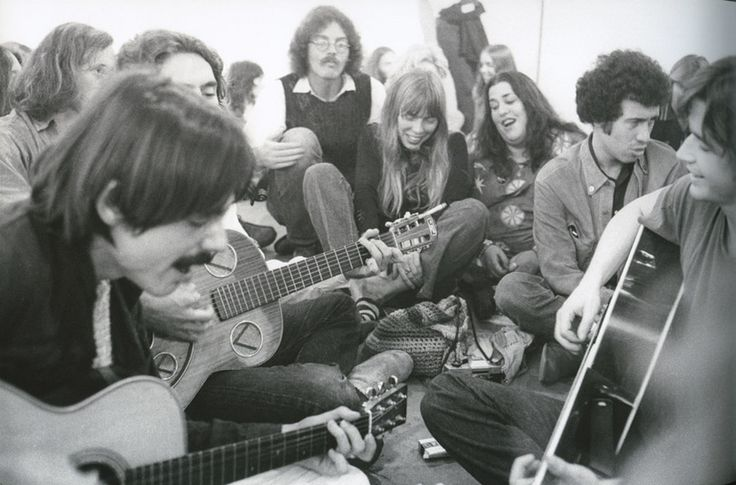 Jackson Browne, Joni Mitchell, Cass Elliott, David Geffen and Ned Doheny at Boyd Elder's exhibition in 1972  Photo by Henry Diltz