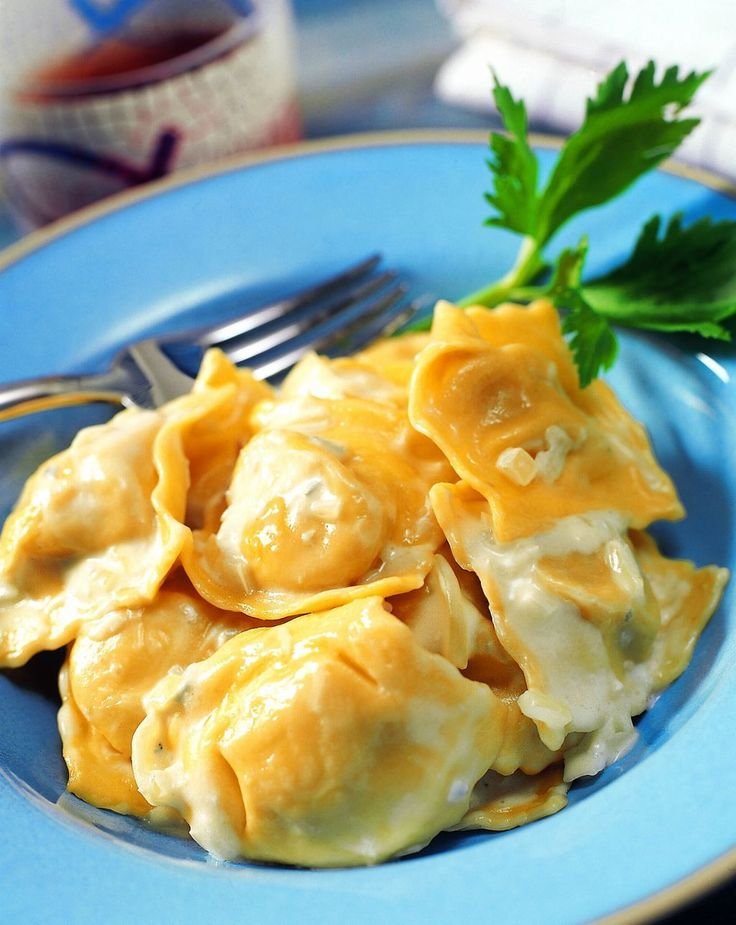 Ravioli con salsa de queso azul