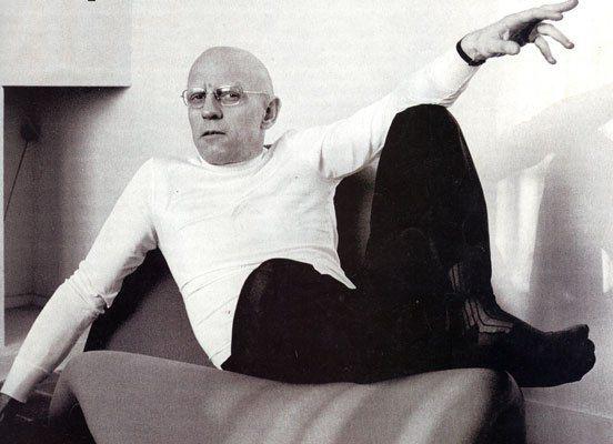 """Questa è la parte finale dell'ultima lezione dell'ultimo corso tenuto da Michel Foucault al Collège de France. Il titolo del corso è """"Il coraggio della verità"""", la cattedra """"Storia dei sistemi di pensiero"""". Era già malato e morirà pochi mesi dopo il 25 giugno 1984. dalla Lezione del 28 marzo 1984 Seconda ora  (…) Nei testi dello stesso Filone di Alessandria e anche in alcuni testi della versione dei … http://bloodyivy.it/michel-foucault-parresia/"""