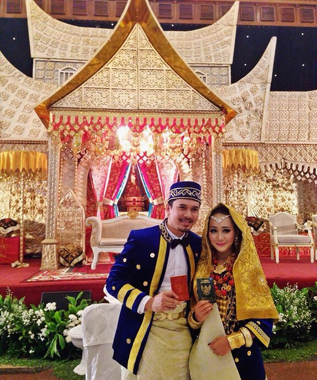 Good afternoon! Have you heard about me officially became Mrs Daniel? #DRwedding #Padangwedding #kotogadang #wedding