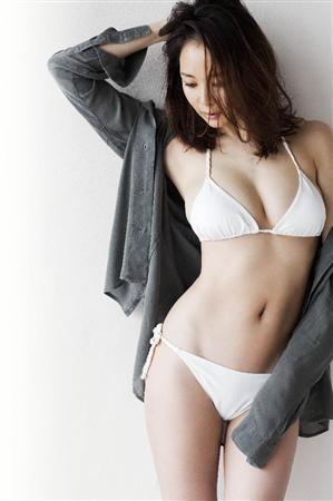 """SHIHOママ""""美ボディ""""復活!水着姿も(1)…すごいなぁ。出産2ヶ月で-10kg で、このスタイル。そしてDVD発売…と。すごすぎる。"""