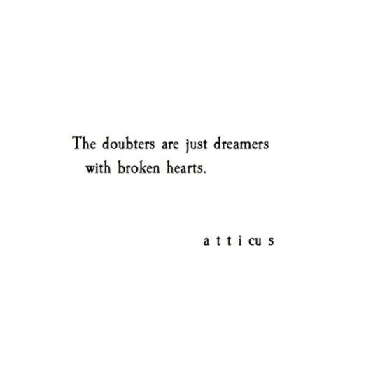 Os céticos são apenas sonhadores com corações partidos