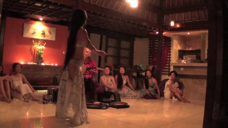 Belly-Dance / Ud improvisation in Bali with Nashaal - Another free Ud improvisation for the dance and live music offering during last year Mishaal's Sacred Earth dance workshop @ Matahari, Ubud, Bali. Dance: Nashaal.