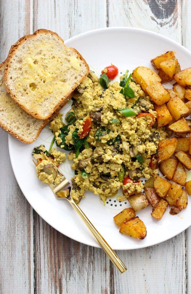 Vegan Tofu Scramble & Paprika Potatoes // apolloandluna.com
