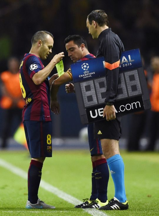 Andres Iniesta & Xavi - last Barcelona match for Xavi. Great player!
