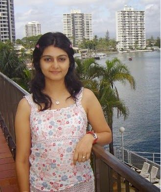 Sweet Indian Beautiful Housewife Cute Photos