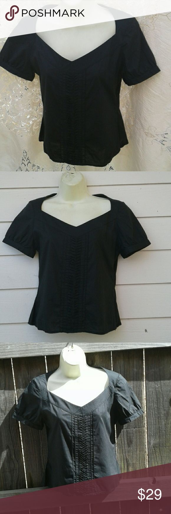 REISS BLACK 100% COTTON SHORT SLEEVE TOP3 FRONT PUCKING DETAILS. SIDE ZIP CLOSURE  GREAT PRE-LOVED CONDITION, NO SIGNS OF WEAR, RIPS. SMELLS OR IMPERFECTIONS REISS Tops Crop Tops