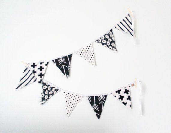 Guirlande de Fanions shaby chic noir et blanc par ShopPamplemousse