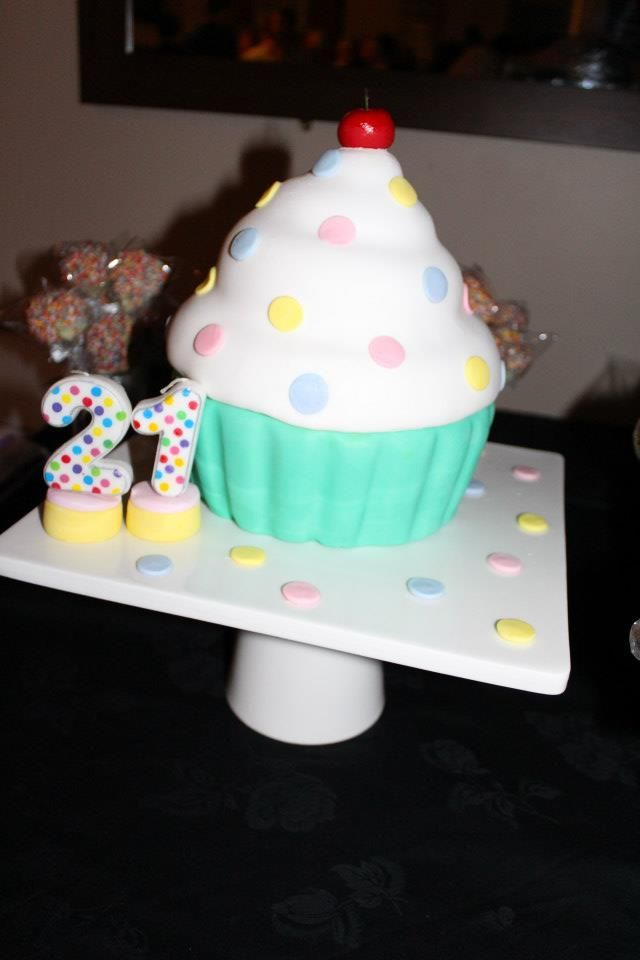 21st cupcake cake for my sisters birthday