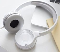 Useful #White Elephant #Gift Ideas Under 10 Dollars - The best white elephant gift ideas for $10. One of the best #headphones to buy for $10. Good sound quality.