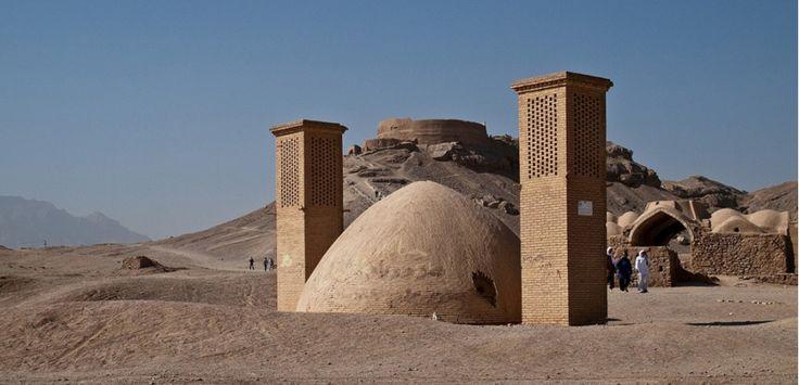 """Marco Polo dans ses récits de voyage évoque la """"noble Yazd"""", qu'il a visitée en 1292. La ville abrite la plus vieille mosquée du pays. Et les zoroastriens tentent de continuer à y vivre, tant bien que mal."""